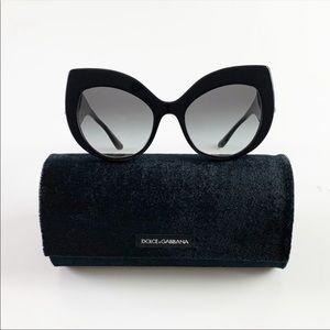 Dolce & Gabanna Cateye sunglasses 🕶